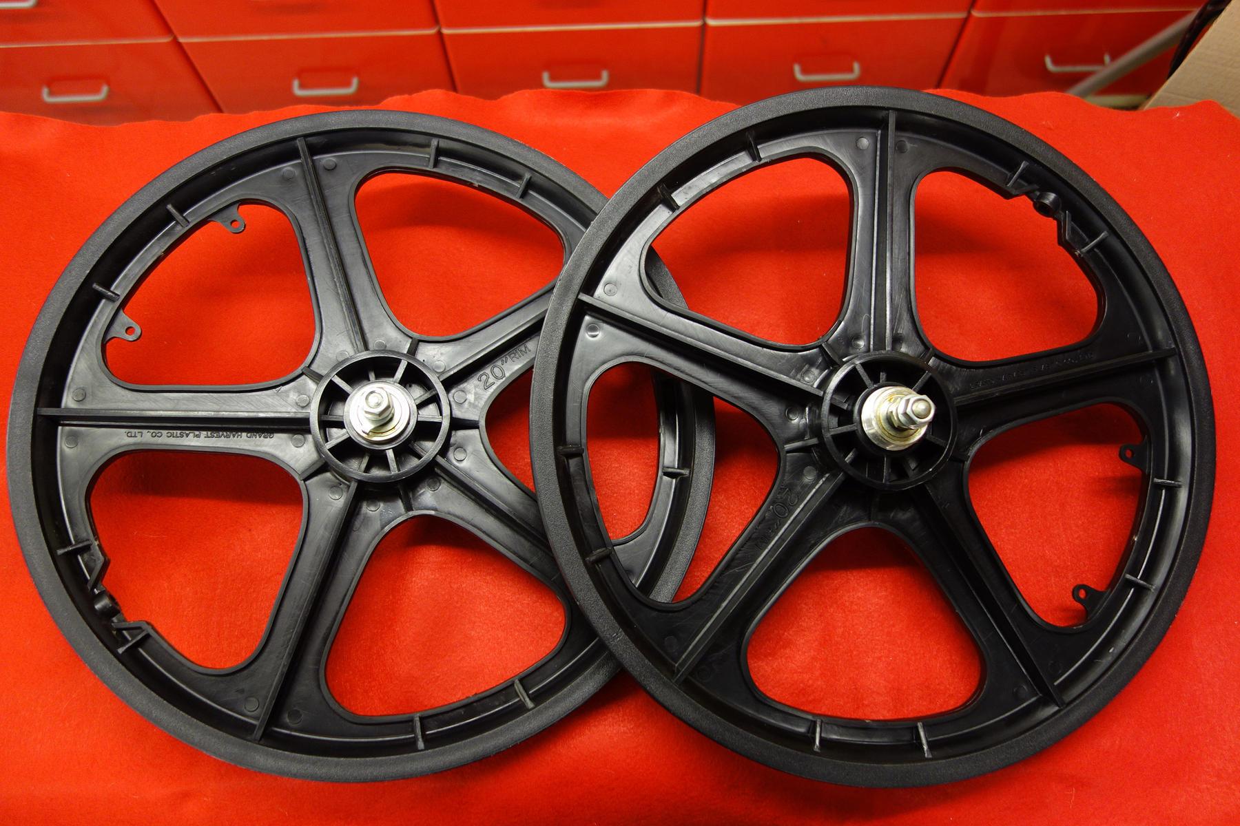 Old School Bmx Nos Grand Harvest Plastic Pair Wheels 20